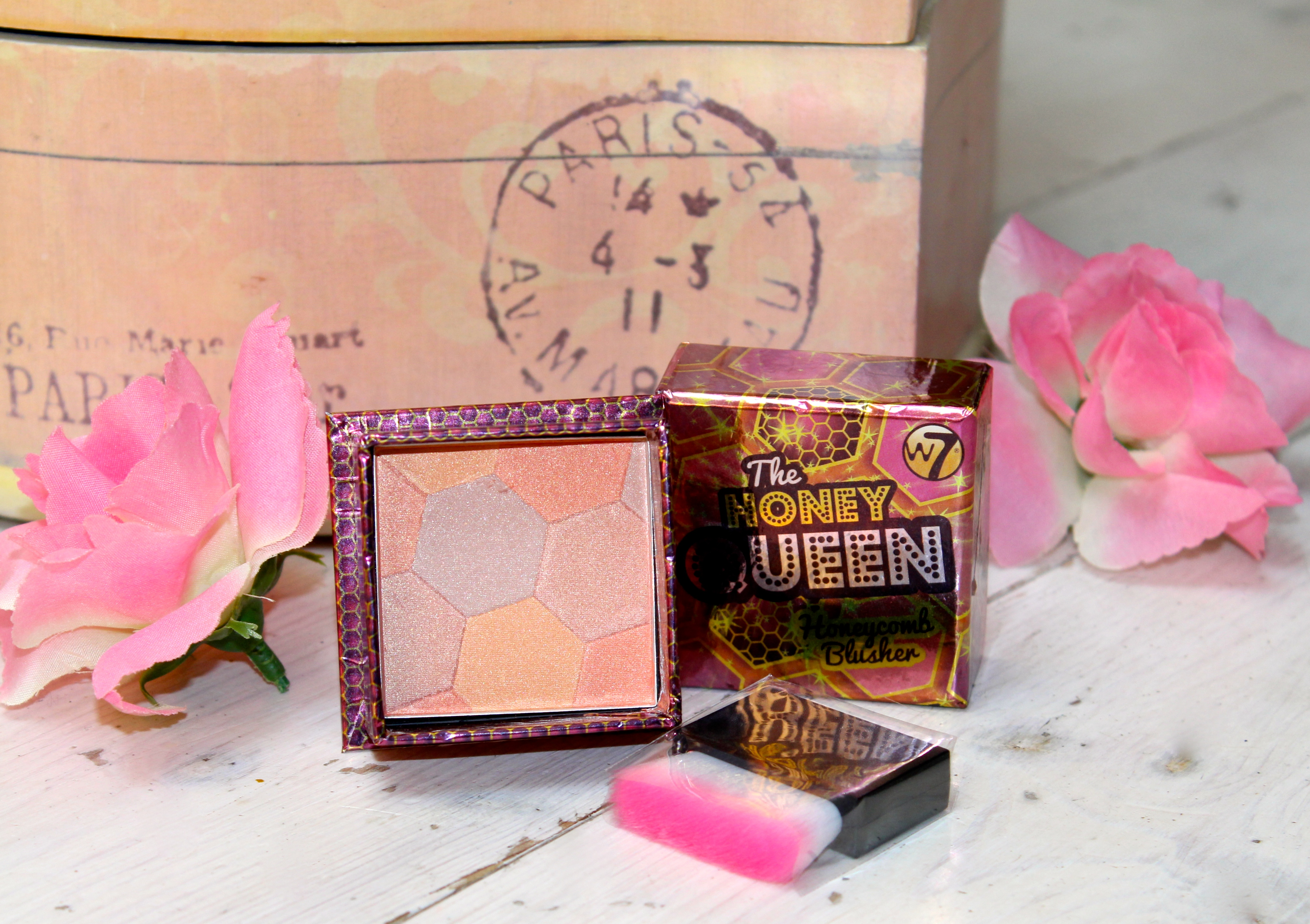 W7 The Honey Queen Blusher