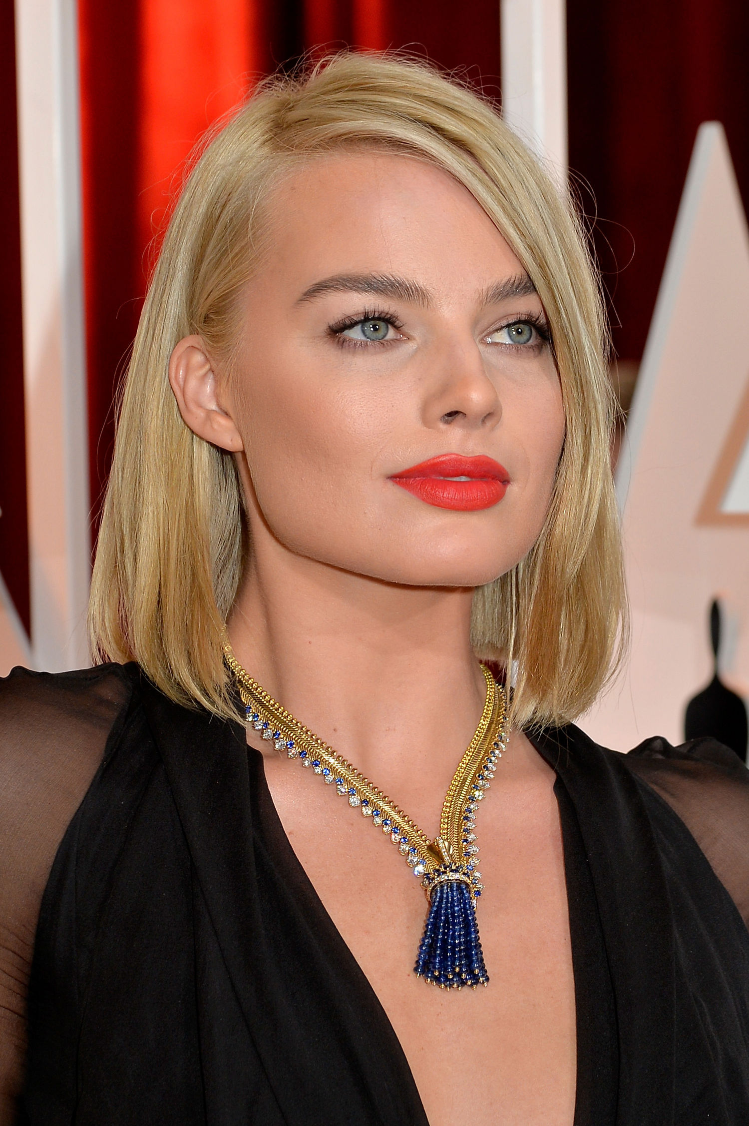 margot-robbie-orange-lipstick-oscars-2015-main